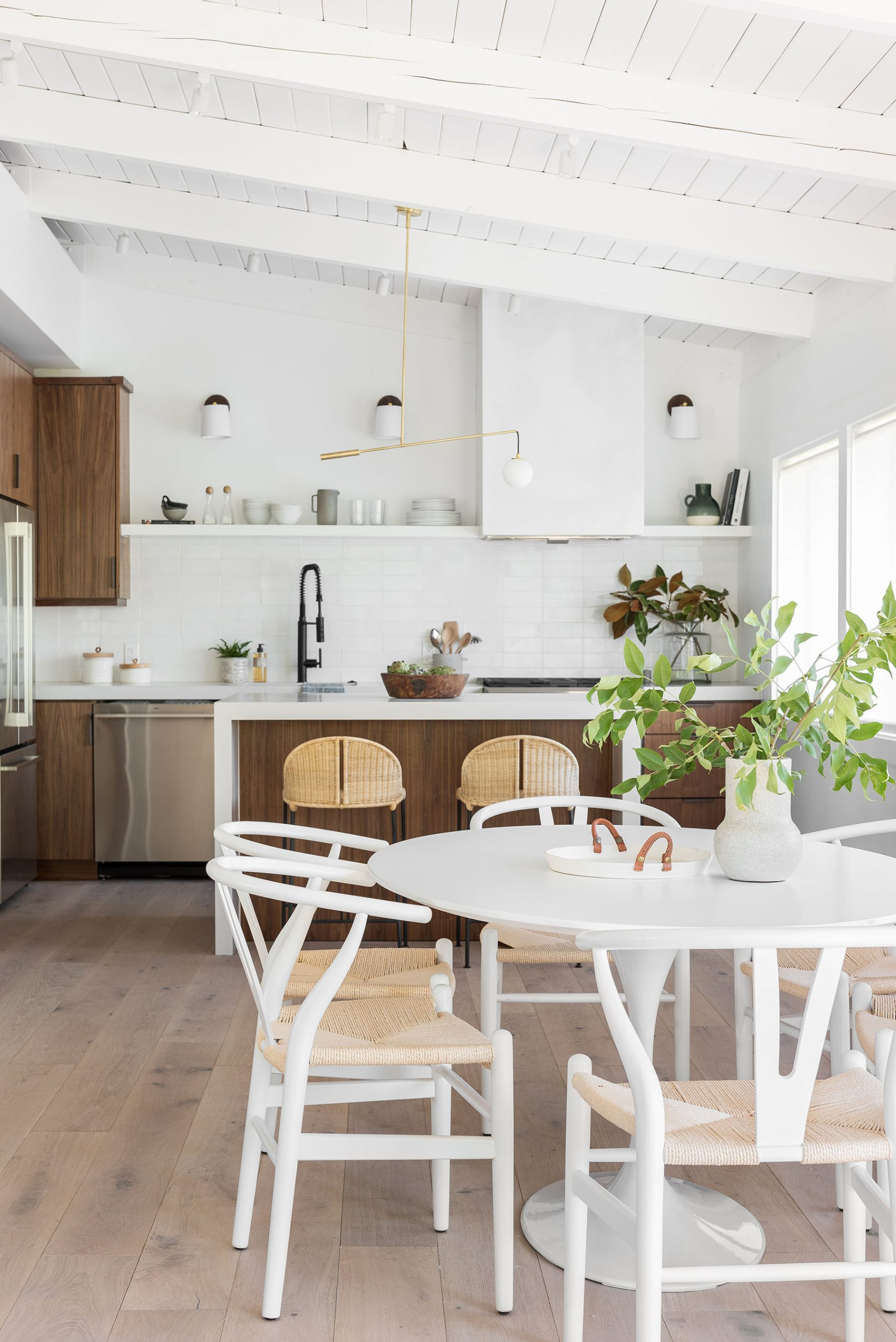 Mixing Dining Chairs And Stools: Our Tips