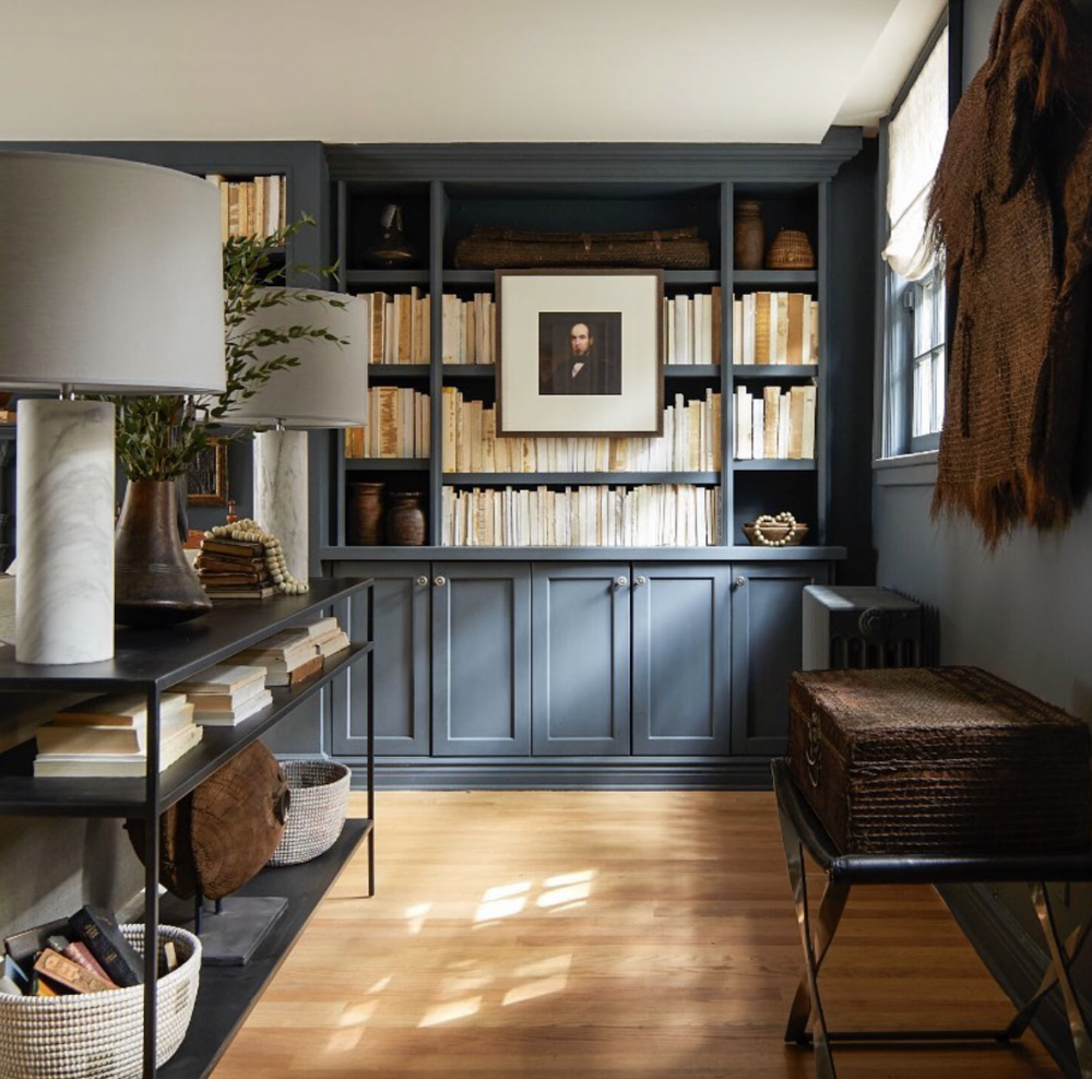 We can appreciate a bookcase that's actually filled with books! Love the layering of the artwork. Design by @mikelwelch