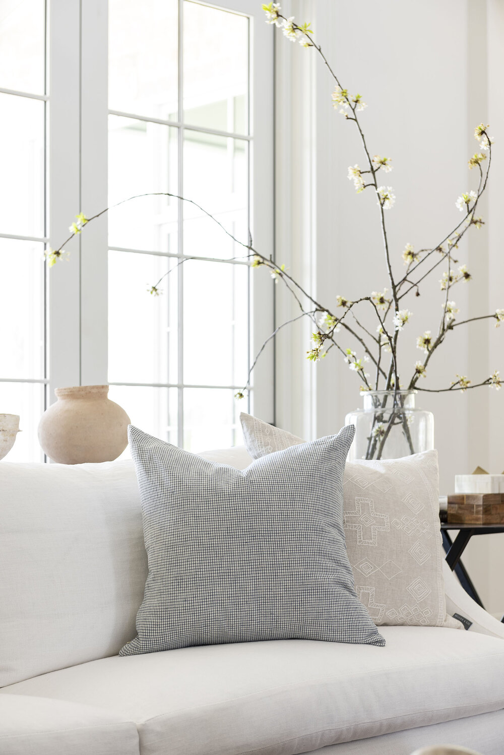 Layered & Streamlined Great Room: Get The Look