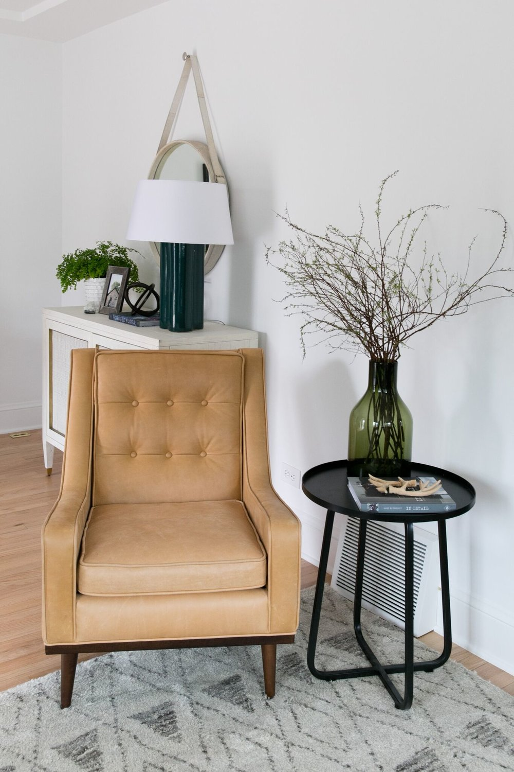 Beautiful entryway design with leather chair