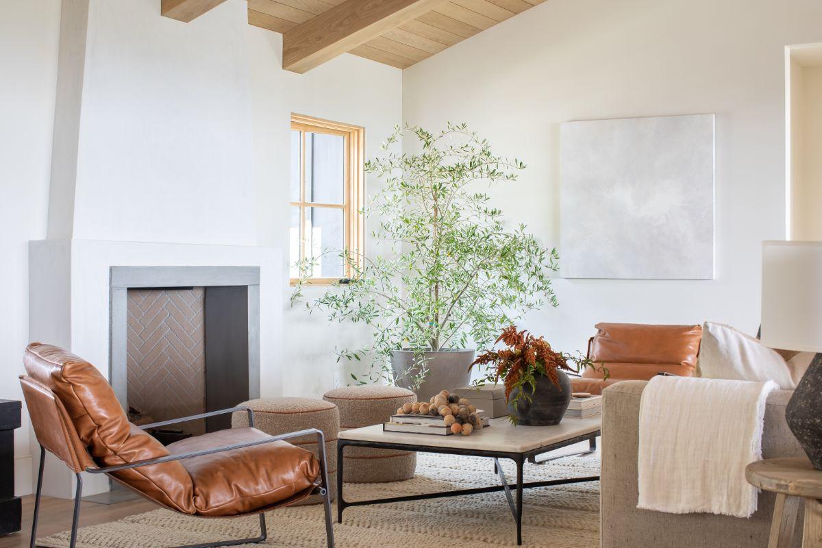 4 Ways to Fill A Big Blank Wall