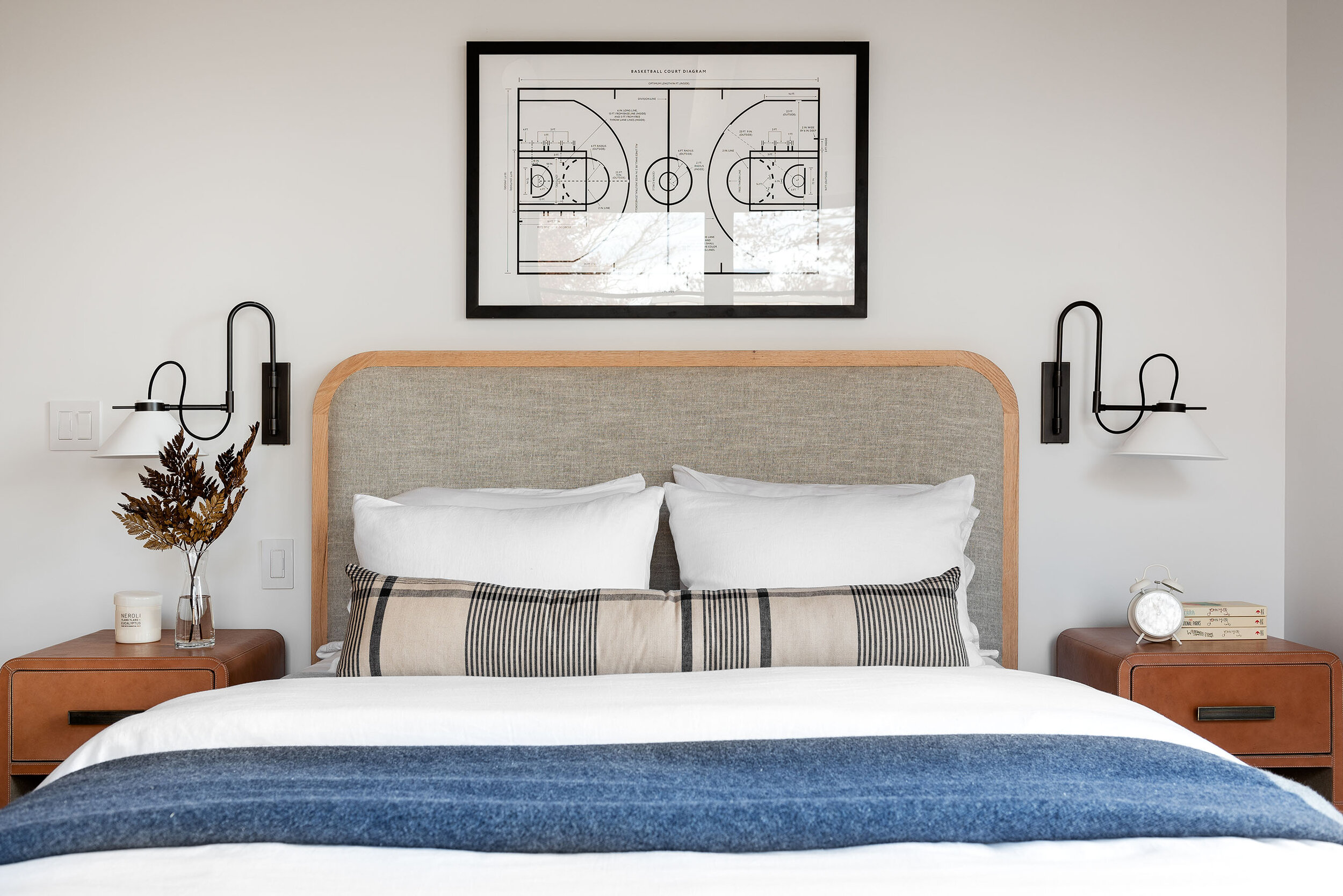5 Easy Ideas for Decorating the Area Above Your Bed