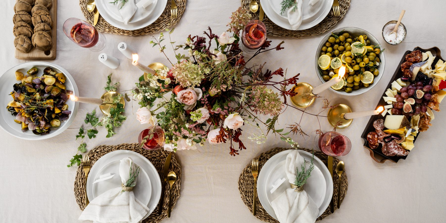 Our Foolproof Guide to a Festive Tablescape